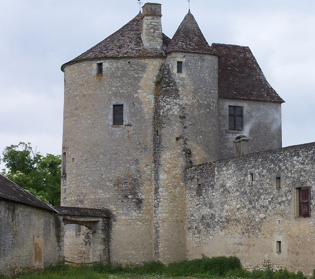 The Tour de Montaigne (Montaigne's tower), where Montaigne's library was located, remains mostly unchanged since the sixteenth centur